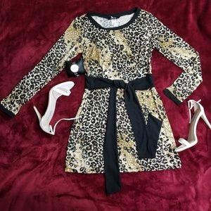 Dresses & Skirts - Long Sleeved Léopard Print Mini Dress